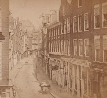 Kalverstraat rond 1870 (foto Stadsarchief)