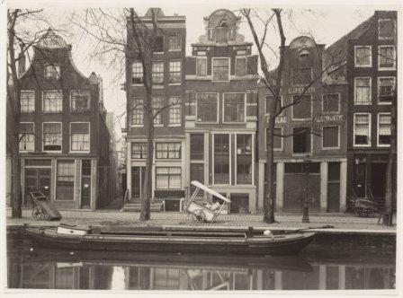 Oudezijds Voorburgwal (links nr.126) - foto ca.1930